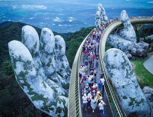 Cầu Vàng trên mây ở Bà Nà Hills (Đà Nẵng)
