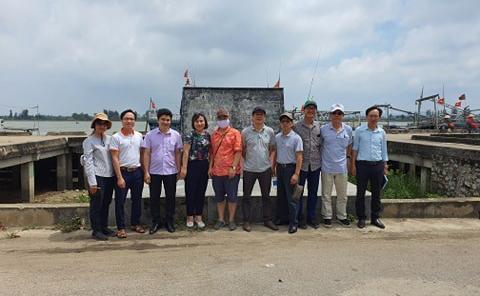 Bia ghi địa danh nơi đón đồng bào miền Nam tập kết ra Bắc tại Cảng cá Lạch Hới - Sầm Sơn
