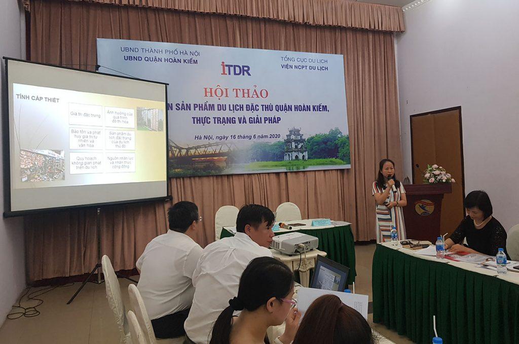 ThS. Nguyễn Thị Lan Hương trình bày báo cáo tóm tắt đề án