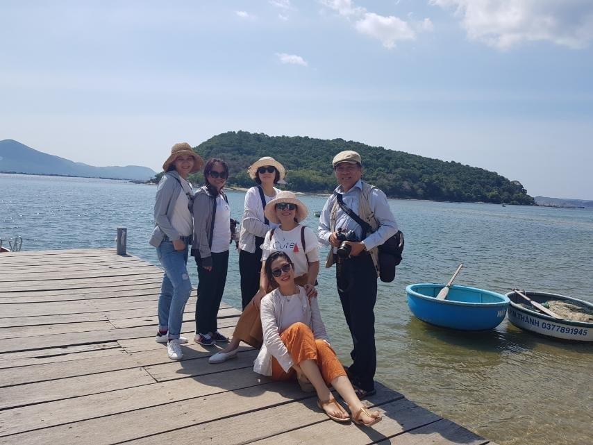 Đoàn khảo sát tại Nhất Tự Sơn, Phú Yên