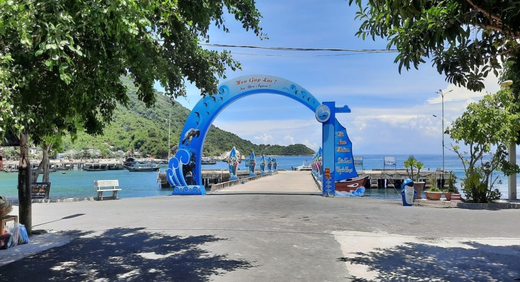 Cổng chào tại bến tàu Cù Lao Chàm, Quảng Nam