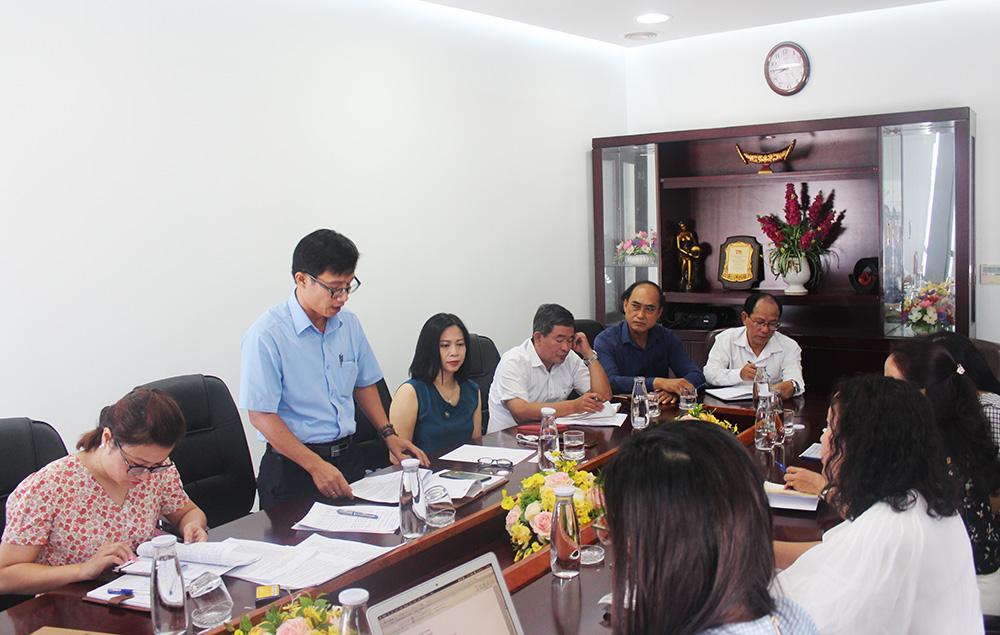 Ông Tán Văn Vương - Phó Giám đốc Sở Du lịch Đà Nẵng phát biểu tại cuộc họp
