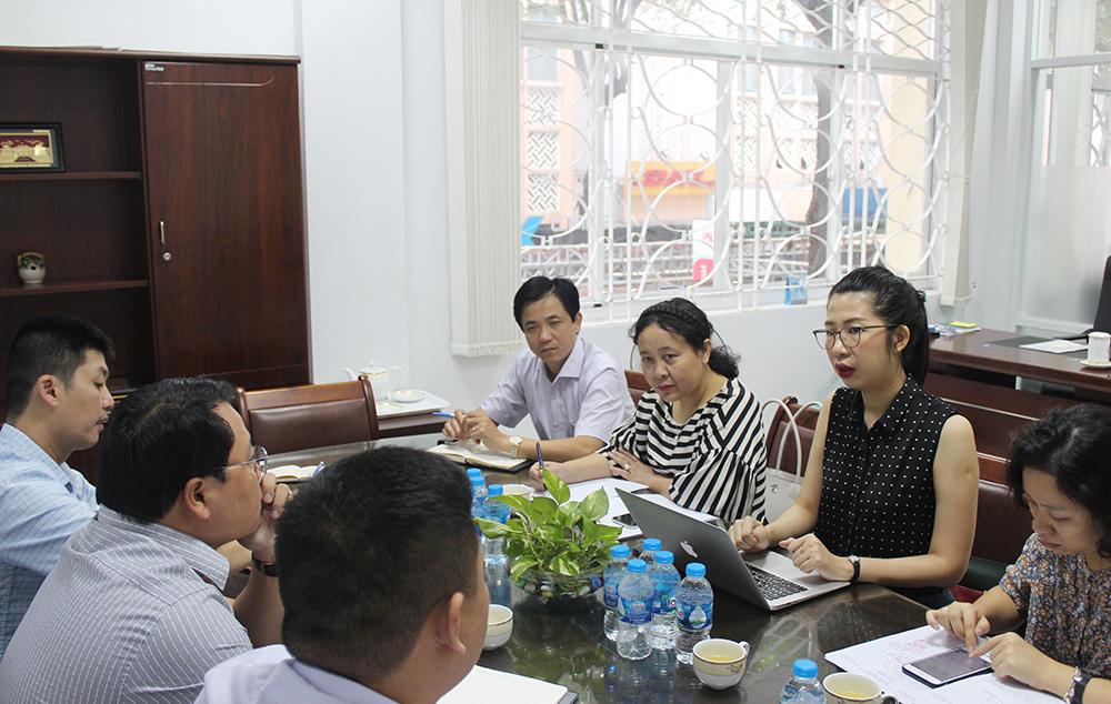 <em>Đoàn làm việc tại UBND Quận 5, Tp.Hồ Chí Minh</em>