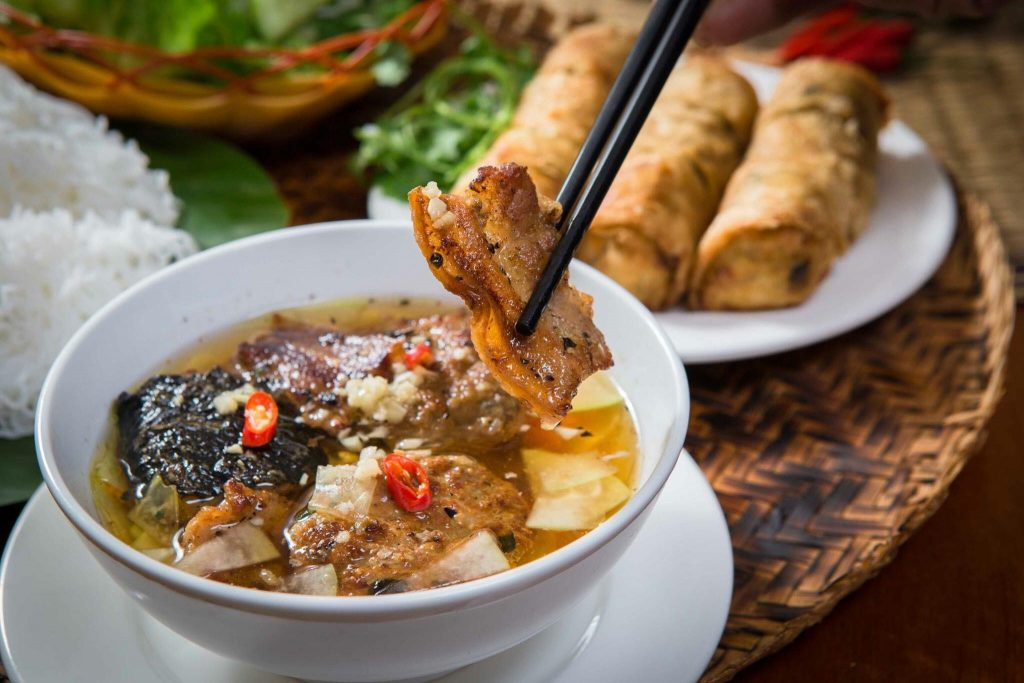 Bún chả, nem rán - một trong nhiều món ăn truyền thống đặc trưng của Việt Nam được nhiều du khách quốc tế yêu thích (Ảnh minh họa. Nguồn: Internet)